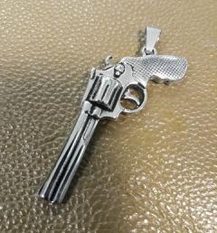 медальон пистолет 010