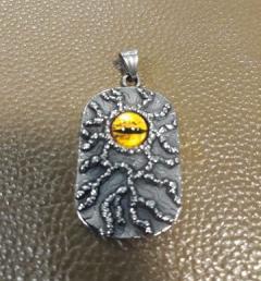 медальон око 001