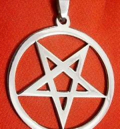 сатанински медальон