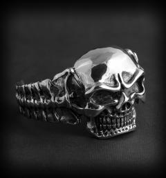 гривна с череп 01