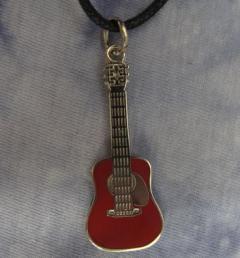 китара медальон 32