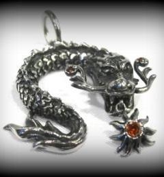 медальон дракон 12