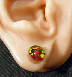 обеца за ухо 33